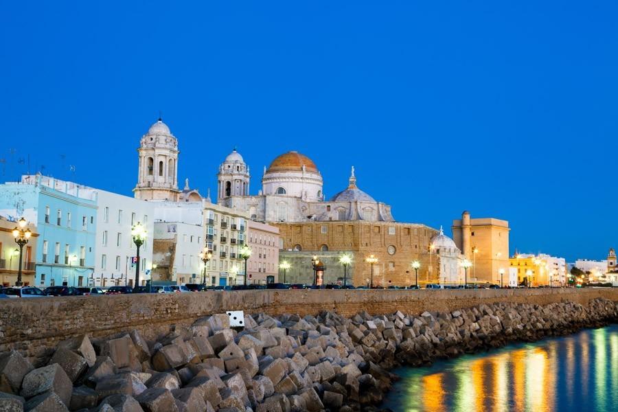 Consejos para comprar una farmacia en Cádiz